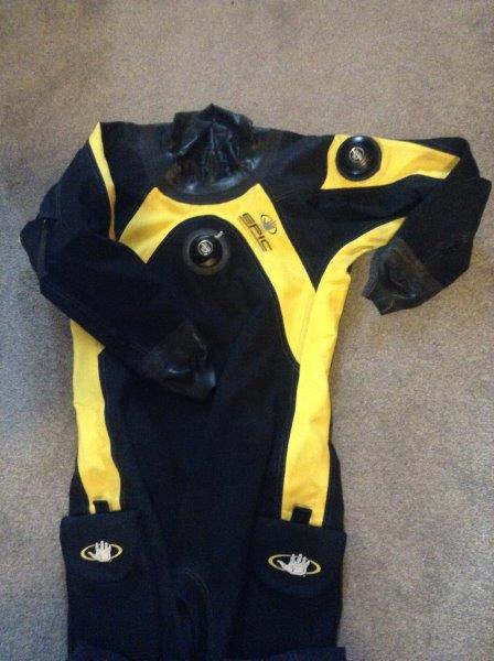 Men's Bodyglove Epic Trliaminate Dry Suit - Size M/L -includes hanger, instructions and storage bag